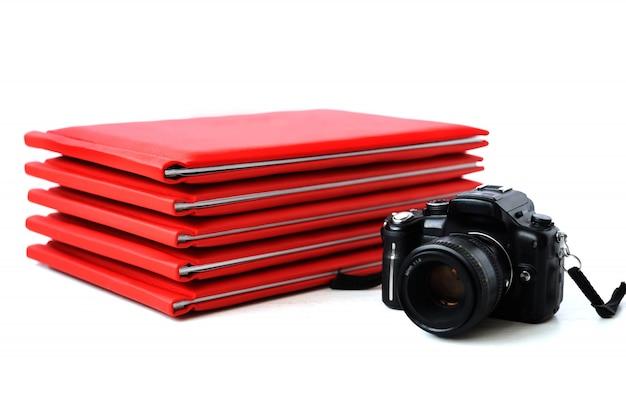 A câmera no fundo de livros de fotografia.