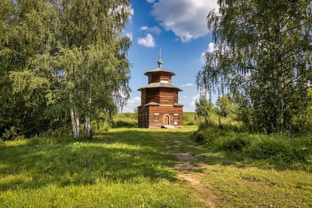 A capela da aldeia de pritykino sharyinsky distrito xviii séculos xix anel de ouro da rússia kostroma rússia