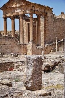 A capital da antiga cidade de dougga, na tunísia