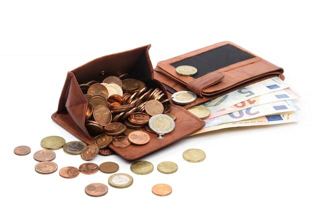 A carteira está cheia de dinheiro