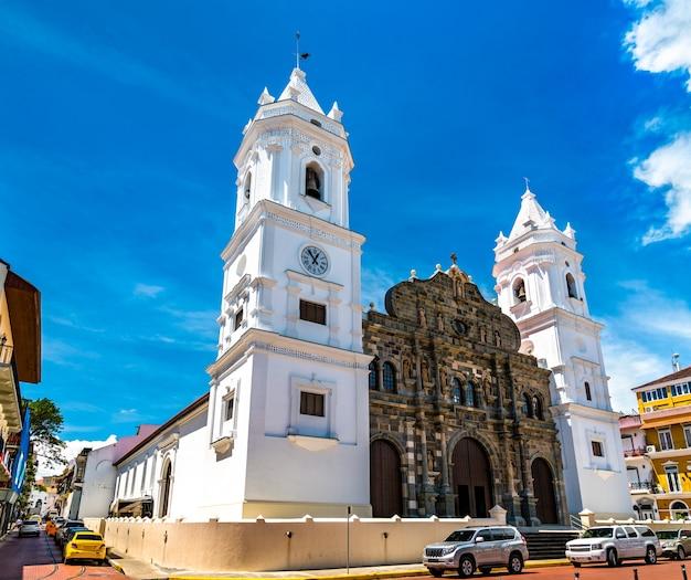 A catedral basílica de santa maria la antigua em casco viejo, panamá