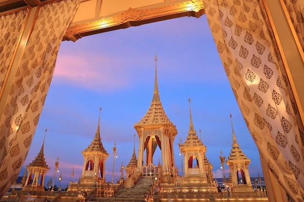 A cerimónia real da cremação, o crematório real. sua majestade o rei bhumibol adulyadej. t