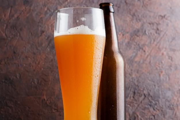 A cerveja artesanal é uma cerveja pálida azeda com um citrino de kumquat