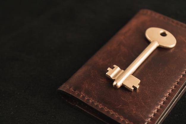 A chave de ouro está na carteira velha
