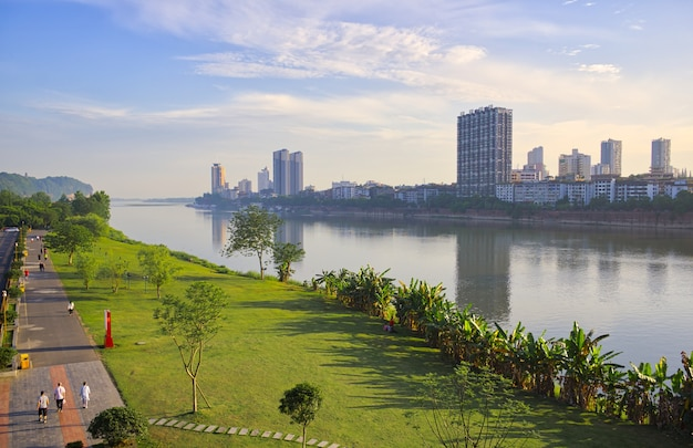 A cidade de cheng du está sempre presente no patrimônio histórico da cidade. metrópole próspera.