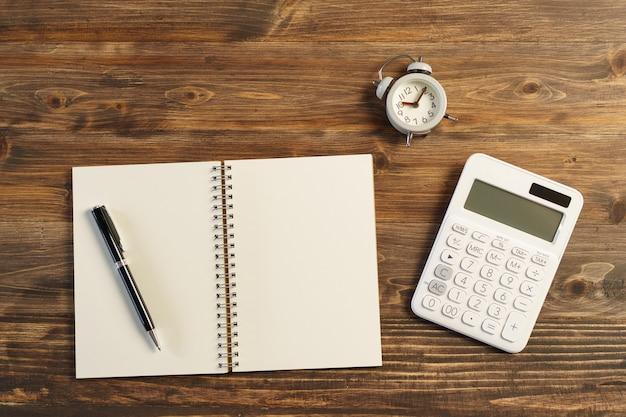 A classificação de livros (lista). usando como plano de fundo o conceito de negócio e o conceito de planejamento com espaços de cópia para o seu texto ou desenho.