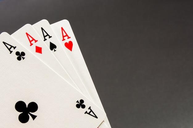 A combinação de cartas de jogar cassino de pôquer