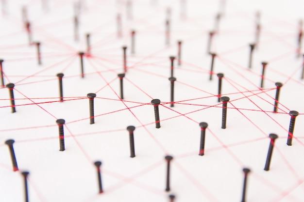 A conexão entre as duas redes. simulação ligada em conjunto com fio vermelho com espaço de cópia