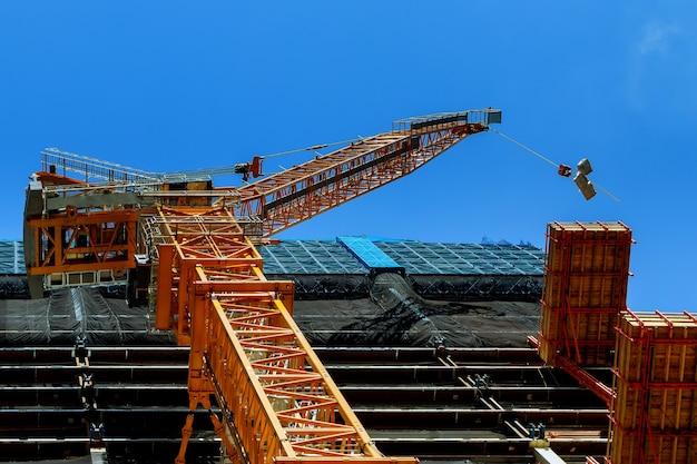 A construção de arranha-céus, o fornecimento de materiais de construção