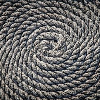 A corda para o barco colocado sob a forma de uma espiral. fundo.