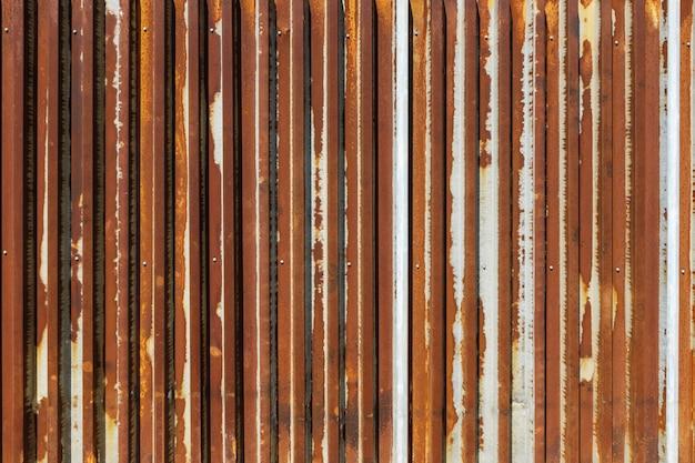A corrosão do zinco galvanizado enferrujado é a