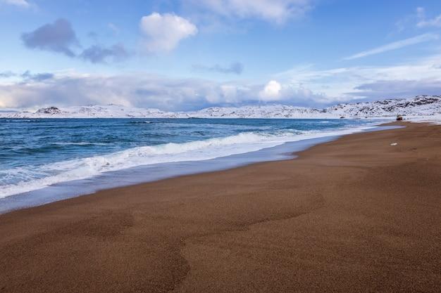 A costa do oceano ártico, teriberka, rússia