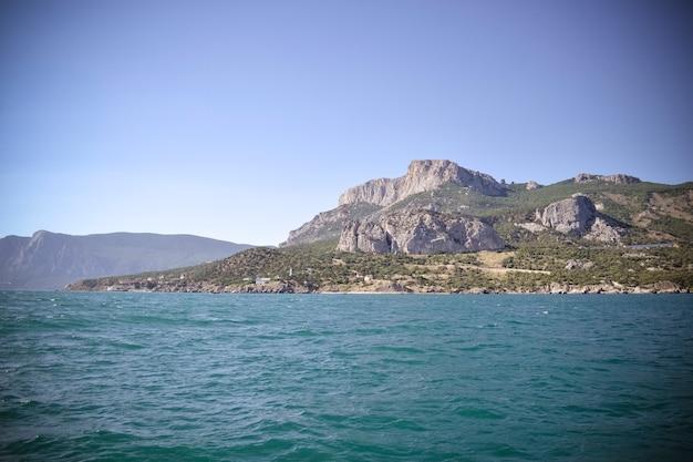 A costa rochosa da ilha da crimeia, filtro