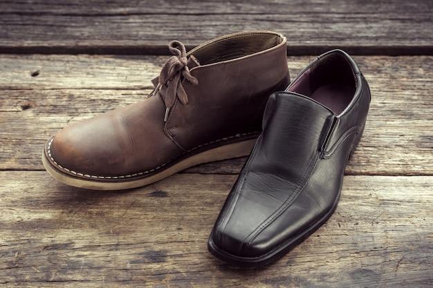 A decisão entre botas ou sapatos de couro