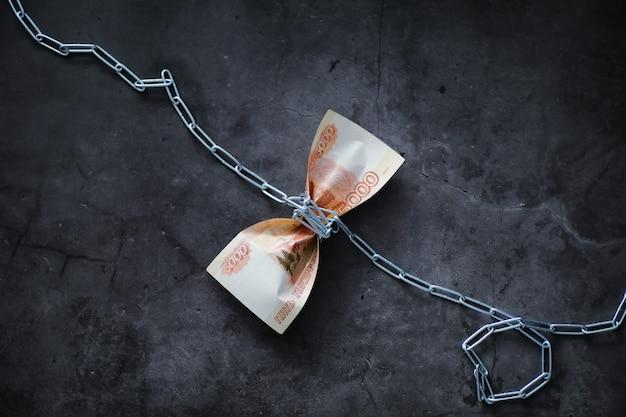 A depreciação da moeda nacional bill com a inscrição 5000 mil rublos