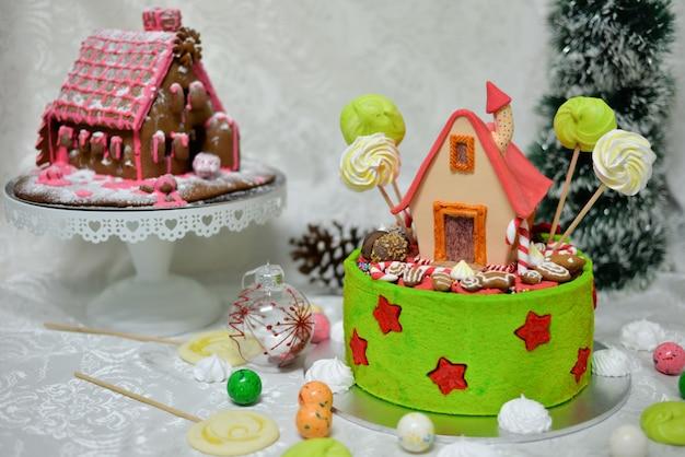 A doce casa do conto de fadas hansel e gretel bolo pelos irmãos grimm na floresta de conto de fadas