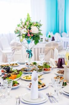 A elegante mesa de jantar