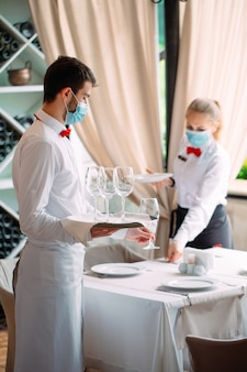 A equipe de serviço de um restaurante