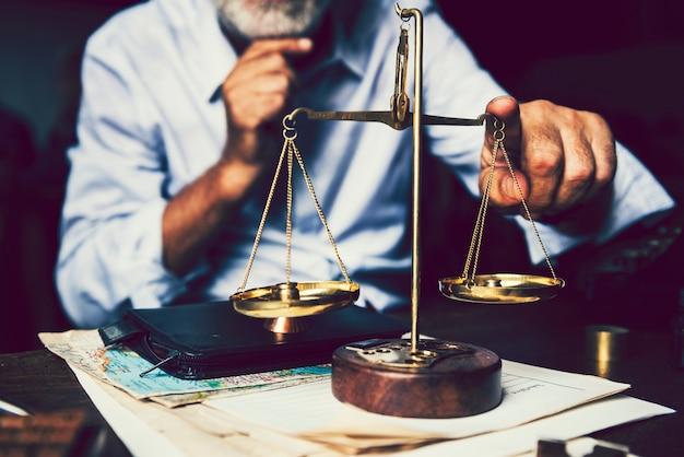 A escala da justiça e da lei