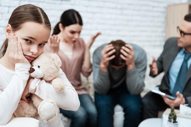 A esposa queixa-se no marido no escritório do psicólogo