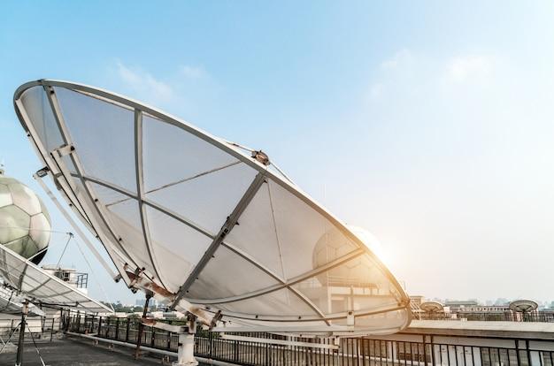 A estação meteorológica está no telhado