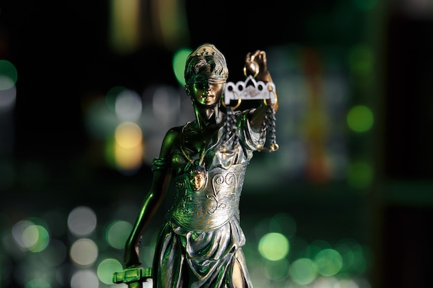 A estátua da justiça - senhora justiça ou iustitia justitia a deusa romana da justiça
