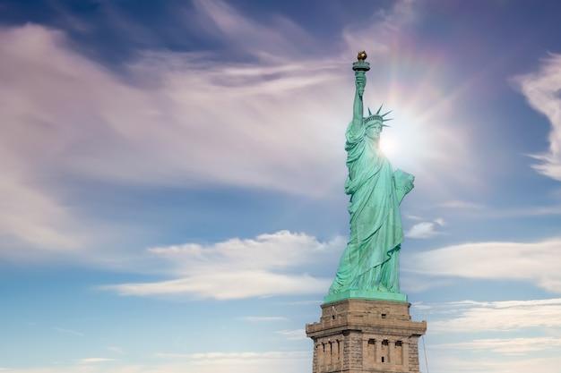 A estátua da liberdade em manhattan, nova york, nos eua
