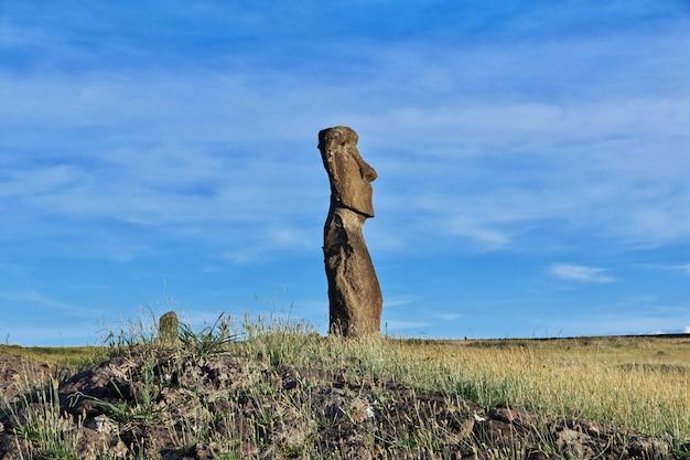 A estátua moai na ilha de páscoa chile