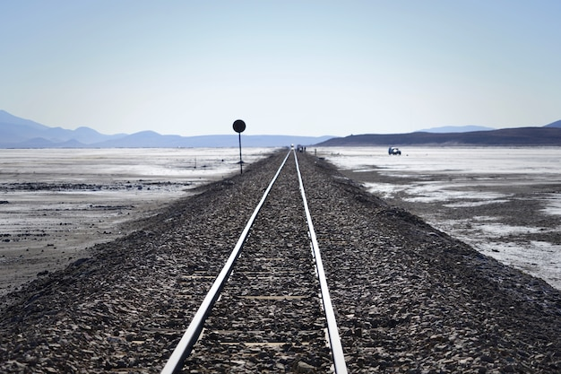 A estrada de ferro só no meio do deserto, bolívia.