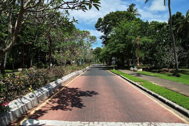 A estrada em nusa dua, bali, indonésia