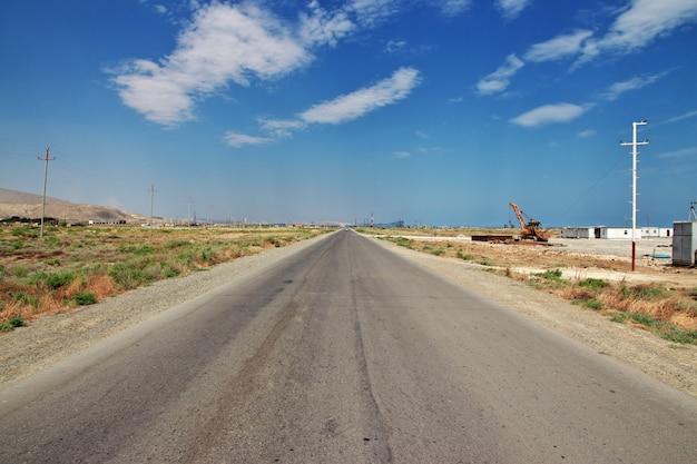 A estrada nas montanhas do cáucaso, azerbaijão