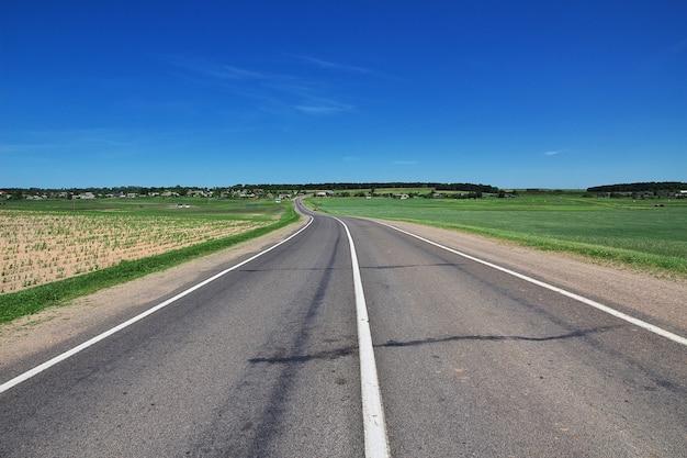 A estrada no país da bielo-rússia