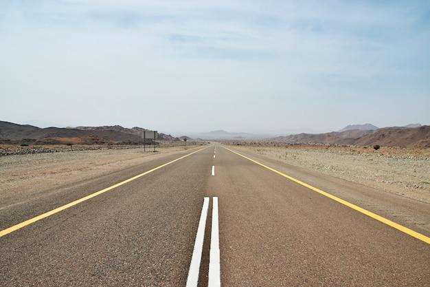 A estrada para wadi disah canyon