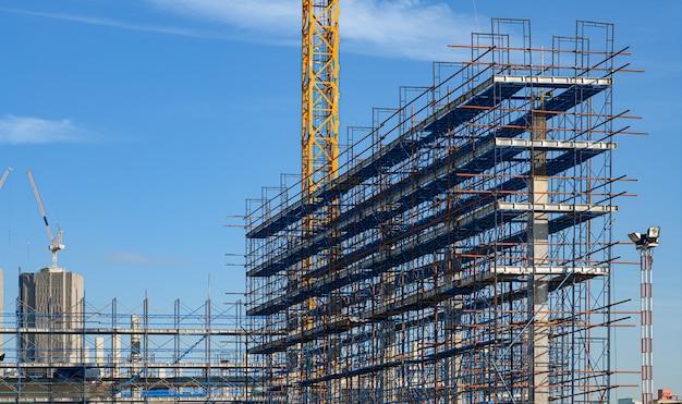A estrutura da estrutura de aço está em construção