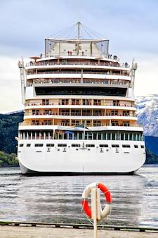 A fachada do navio de cruzeiro, mar do norte