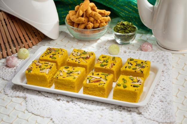 A famosa comida doce indiana soan halwa ou sohan papri