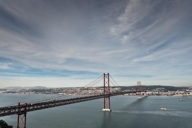 A famosa ponte 25 de abril em lisboa, portugal