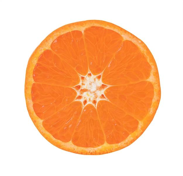 A fatia redonda de tangerina isolada