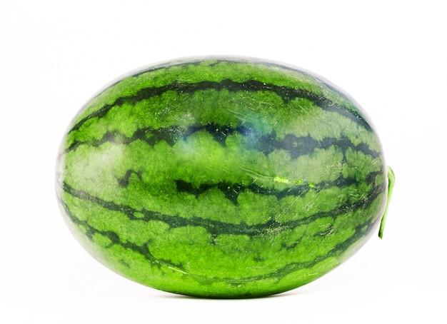 A fruta da melancia é doce.