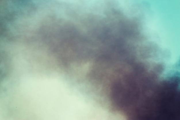 A fumaça no céu