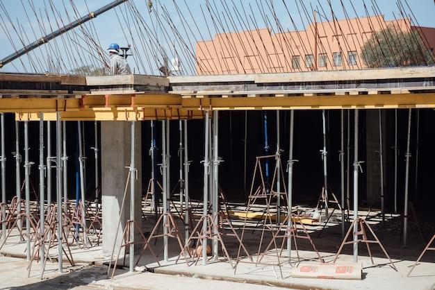 A fundação de um novo prédio