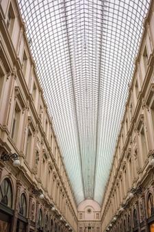 A galeria saint hubert em bruxelas, famosa por suas lojas sofisticadas