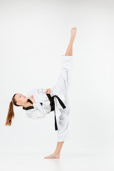 A garota de karatê com faixa preta