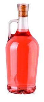 A garrafa com vinho tinto, isolado no branco