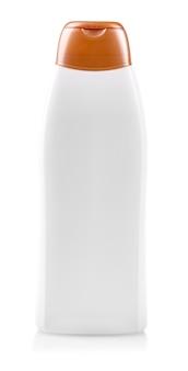 A garrafa de plástico branca em branco no fundo isolado