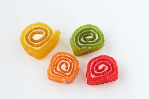 A geléia multicolorida está localizada em um