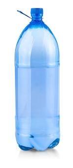 A grande garrafa de água isolada em um fundo branco