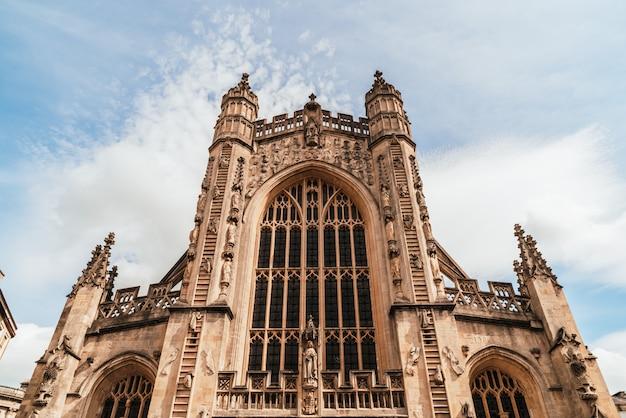 A igreja da abadia de são pedro e são paulo, bath, vulgarmente conhecida como abadia de bath, somerset inglaterra