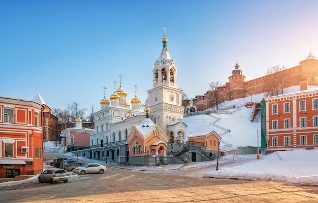 A igreja da natividade de joão batista nas paredes do kremlin de nizhny novgorod
