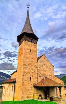 A igreja do castelo em spiez, suíça
